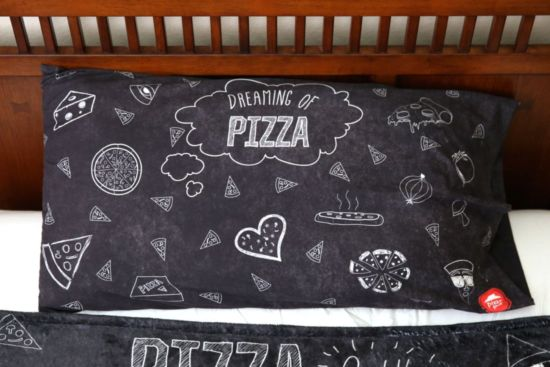Stay Cheesy: Pizza Hut macht Pizza Fashion