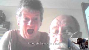 Beim Fallschirmsprung mit den Eltern skypen