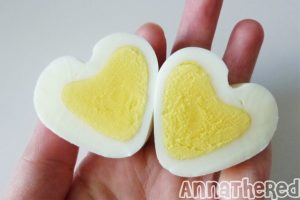 Ei love you - homemade breakfast egg in heart shape