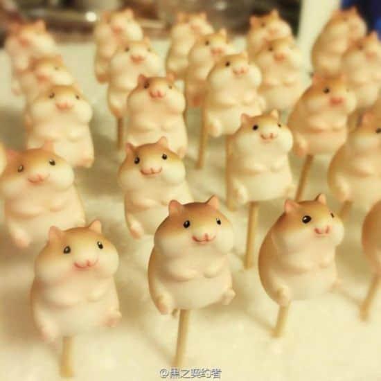 Japanse bakker bakt brood Hamster