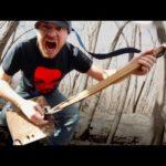 Shovel Metal: Metalhead forvandlet bladet i en-strengs gitar