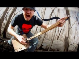 Łopata Metal: Metalhead przekształcił ostrze w jednym-strunowej gitary