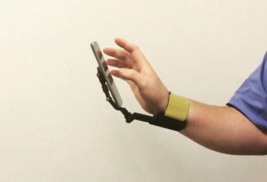 TUSK: Armband als Smartphonehalterung
