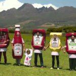Wie eine Dackelherde für Ketchup wirbt