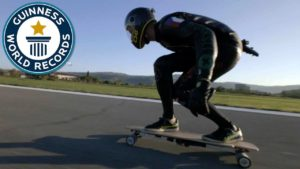 Den snabbaste elektriska skateboard i världen går knappa 95 km / t