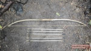 bow and arrow made of materials, the forest so hergibt