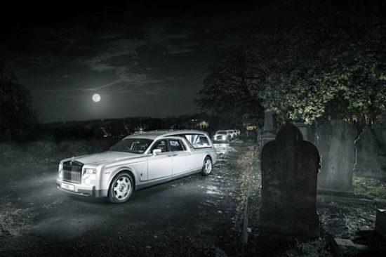 Englisches Bestatterunternehmen nutzt Rolls-Royce als Leichenwagen