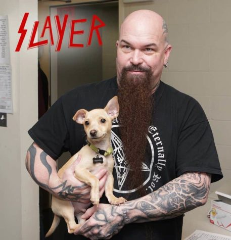 Slayer en Testament knuffelen met puppies