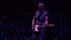 "Bruce Springsteen spielt in Brooklyn ""Purple Rain"""