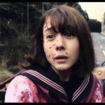 Japansk Horror DAG / リ ア ル 鬼 ご っ こ (Riaru onigokko) begynner med sterk buss Splatter