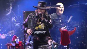 Axl / DC es alabado por todos lados, für mich klingt es als ob Guns'n'Roses AC/DC covern