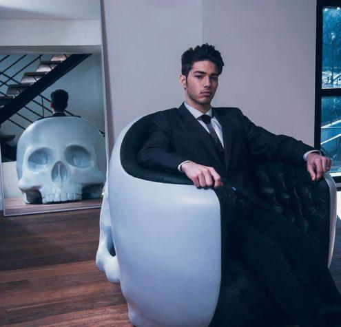Een schedel-stoel voor de innerlijke schurk in je