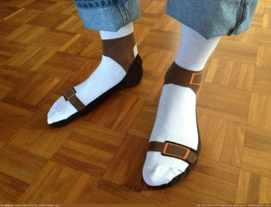 Strumpor, som ser ut som sandaler