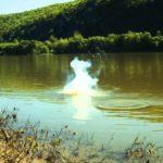 Hvad sker der, hvis man kaster et pund af natrium i floden