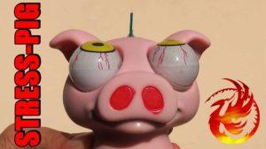 Wie 2000 Streichhölzer einem Anti-Stress-Schwein den Schädel platzen lassen