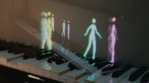 Andante. If figures on the playing piano keyboard stroll