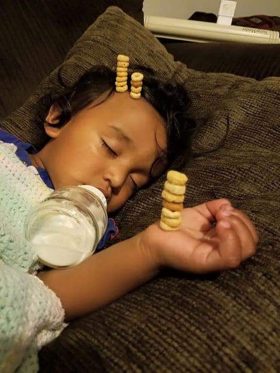 beware Daddy's: The Cheerios Challenge - Who stacks more Cheerios at his baby?