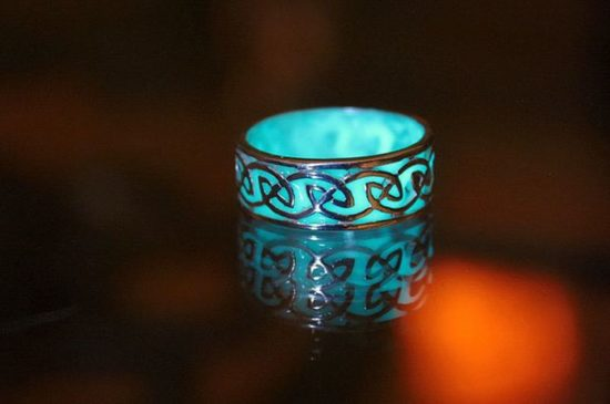Glow-in-the-Dark-Schmuck