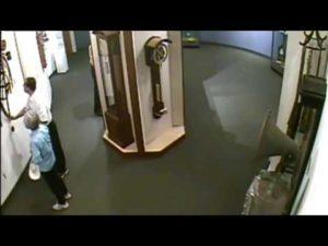 Man ignorerade Museum regler och förstör värdefull klocka