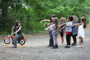 "escenas de niños de & quot; The Walking Dead"" A"