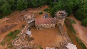 Miten käsitellä keskiaikainen tekniikalla linna 13. rekonstruoi luvulla