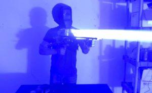 Verrückte Erfinder baut eine 200W Laser Bazooka
