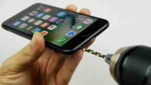 Secret Hack brings the headphone jack on the iPhone 7 back