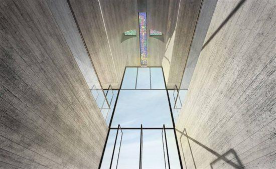 Kreuzförmige Kapelle in der Klippen