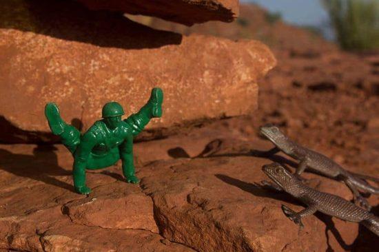 Yoga Joes: Plastik-Soldaten beim Yoga