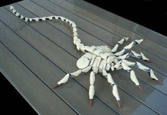 This Lego Facehugger acts frighteningly real