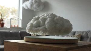 Schwebende Gewitterwolke als Lautsprecher, inkl. Blitz-Visualisierung