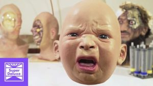 Wie hyperrealistische, oversized baby masks are made