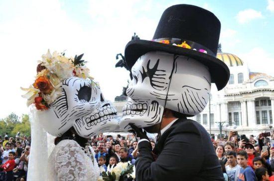 Dia De Los Muertos: Fotos der Parade in Mexiko-City