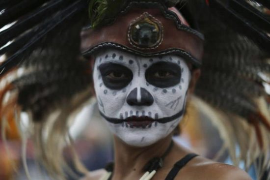 Dia De Los Muertos: Fotos der Parade in Mexiko-City
