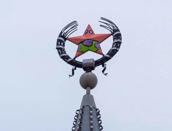 Vandalen machen aus dem sowjetischen Stern SpongeBob's Patrick
