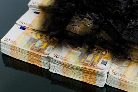 Tabel pejs brændende 50 € noter
