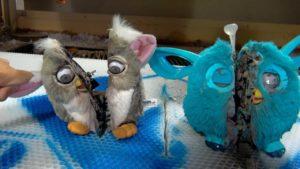 La preparazione Creepy di un Furby