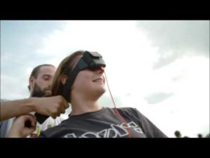 Energy Mosher: Avec Headbanger Bandeau recharger son téléphone portable