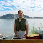 Chris Pratt nimmt einen Fisch aus