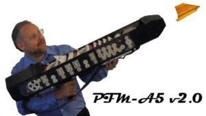 Dieter Michael Krone hat ein Papierflieger-Gewehr gebaut