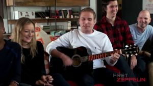 Fret Zeppelin: Wie man in 60 Sekunden Gitarre spielen lernt