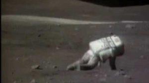 Hvordan retter sig op på månen igen, hvis man er blevet tabt