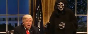 Baldwin zerlegt Trump & Bannon in Saturday Night Live