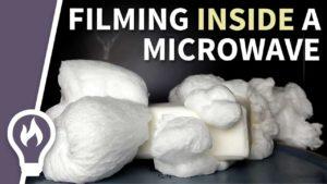 Gefilmt aus dem Inneren der Mikrowolle: Seife