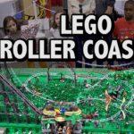 rollercoaster di Lego in parco di divertimenti Dinosaur