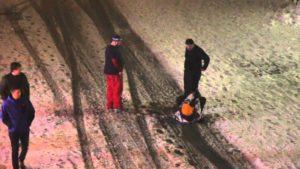 Hoe kan ik de dronken vriend van après-ski naar huis te brengen