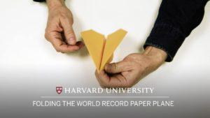 Wie man den Weltrekord-Papierflieger faltet