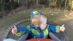 Baba arka bahçesinde bir roller coaster inşa etti