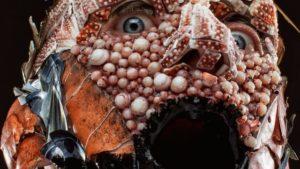 MENU: Koch trägt rohe Zutaten aus seinen Menüs auf dem Gesicht um gruselige Porträts zu machen