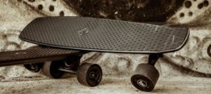 Lou: Electric skateboard från Schweiz kicken